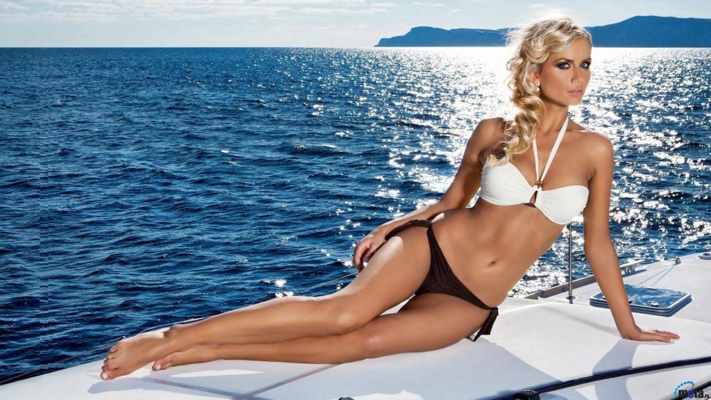 hot bikini girl