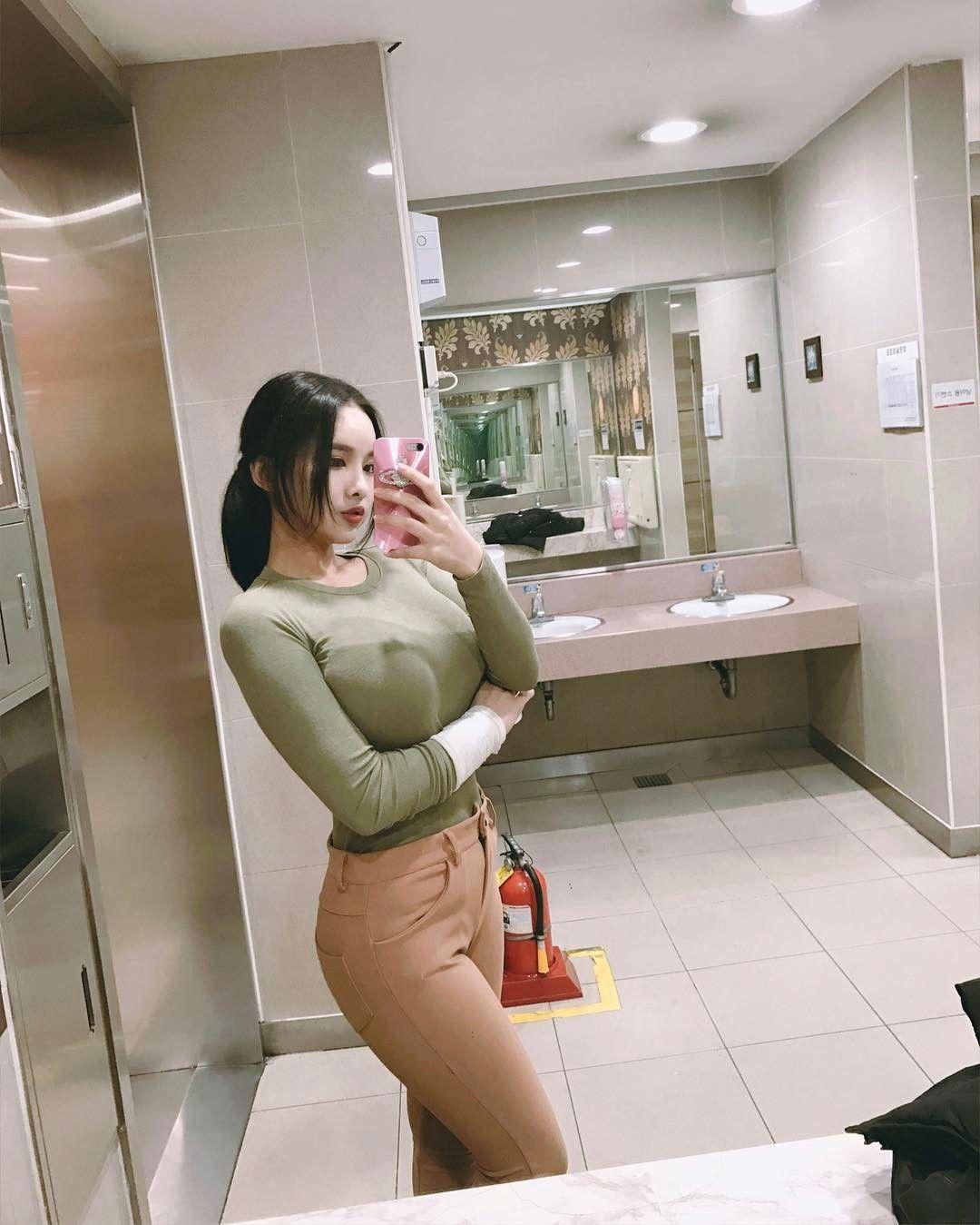 Korean lady - Ji Seong